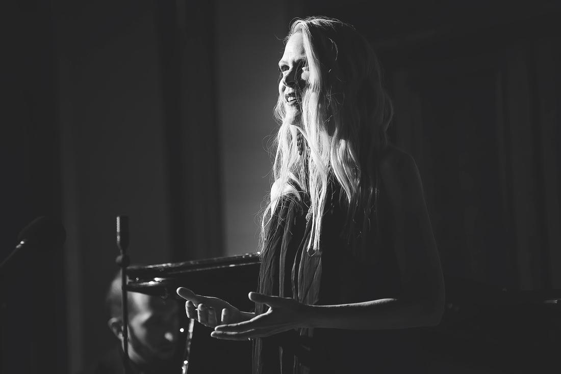 Edel Sanders - Prague Debut
